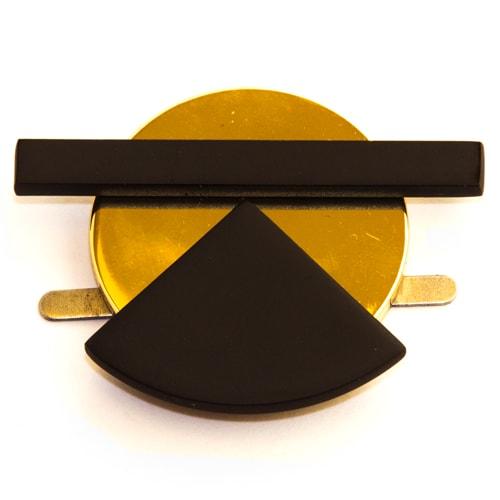 Applicazione geometrica dorata e nera