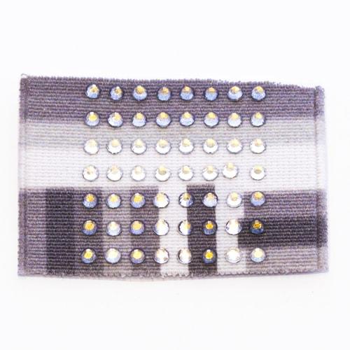 Applicazione in stoffa con strass