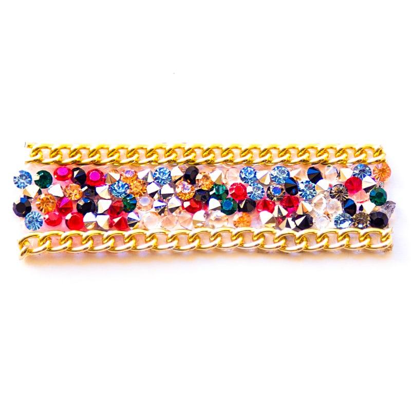 Applicazione perline multicolor e catena dorata